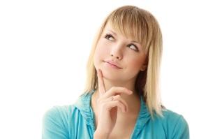 девушка задумалась над походом к гинекологу