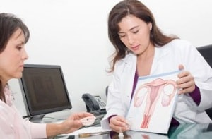 врач при гинекологическом заболевании